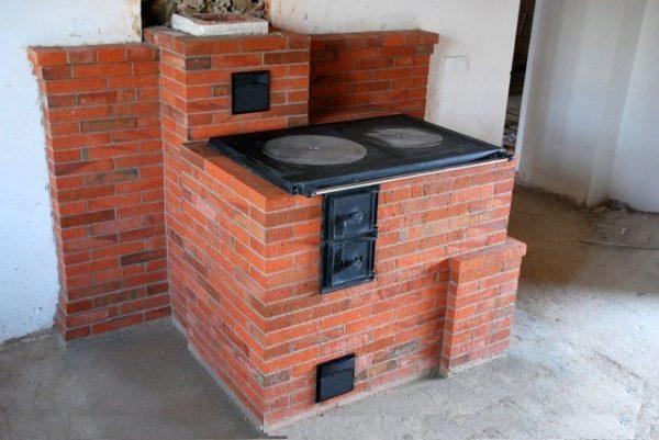 Кирпичная печь с варочной плитой