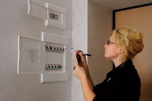 Снятие показаний счетчика электроэнергии: особенности отображения на различных приборах и практические советы