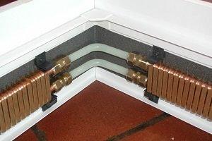 Такую систему обогрева нельзя заграждать мебелью, потому что она будет мешать правильному распределению тепла в помещении