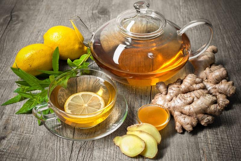 Горячий лимонно-имбирный напиток
