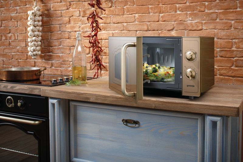Зачем на кухне микроволновка: 9 причин, кроме разогрева пищи