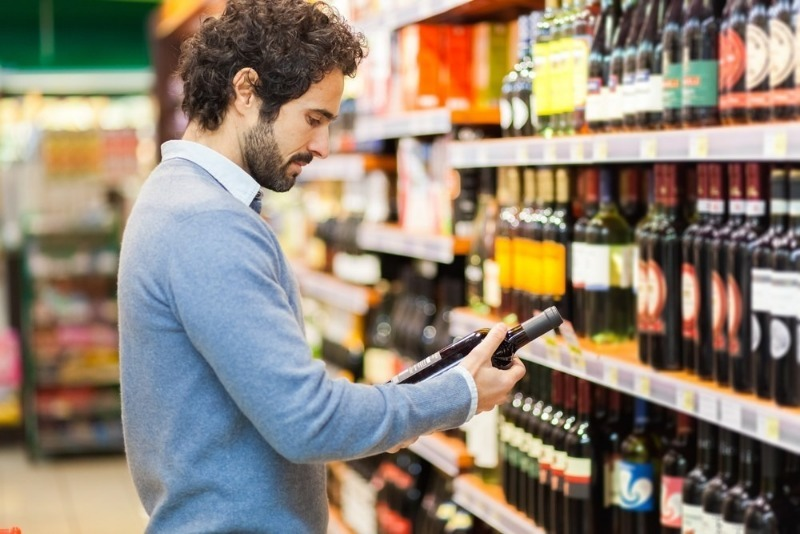 5 способов открыть бутылку с пробкой, если под рукой не оказалось штопора
