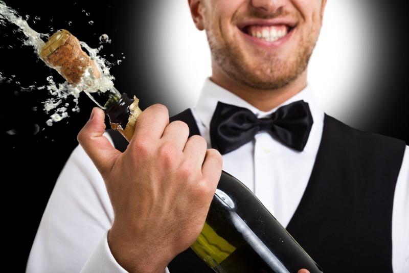 Как отстирать следы от шампанского, свечей и другие новогодние пятна