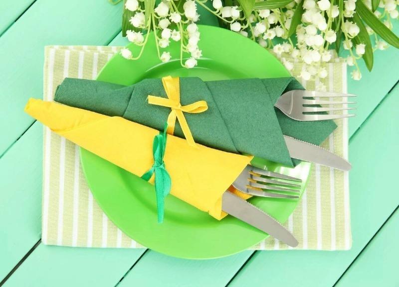 Пригодится на любом празднике: 5 способов красиво разложить салфетки