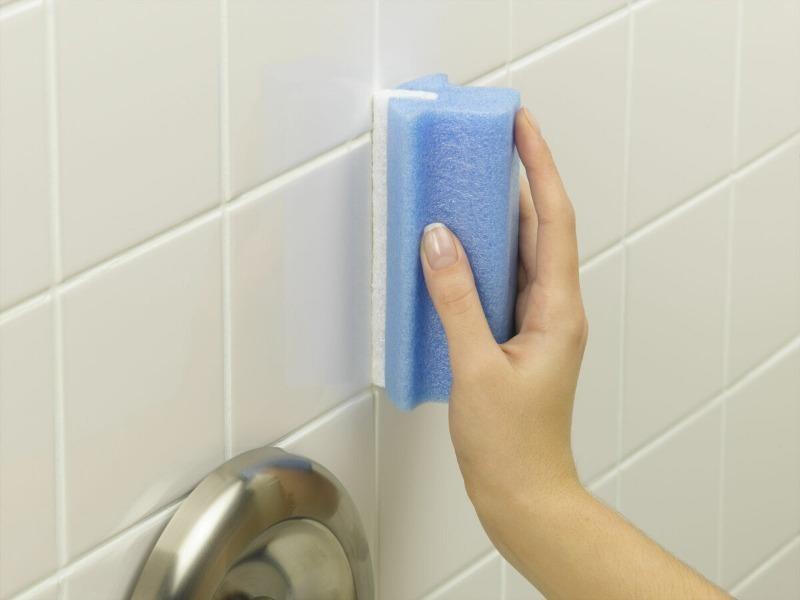Проще простого: 7 способов очистить межплиточные швы в ванной