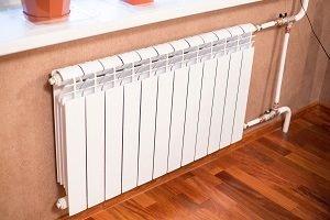 okleyka-oboev-za-radiatorami