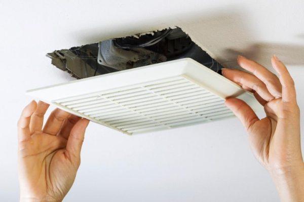 Демонтаж и прочистка вентиляции в ванной