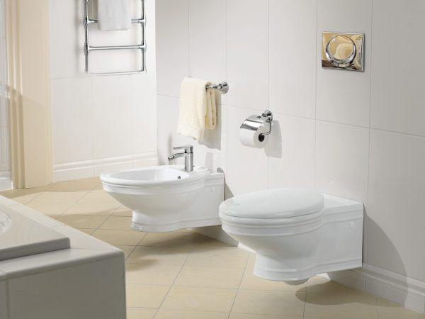 Ванная с подвесными унитазом и биде