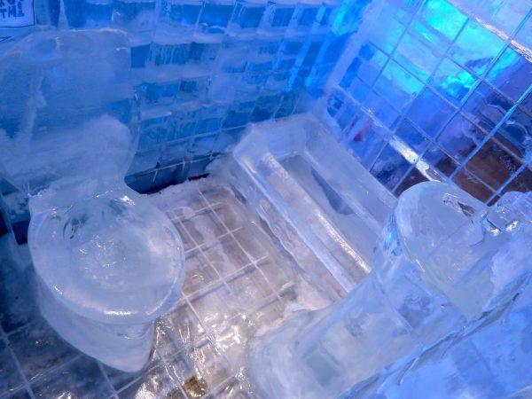 Ледяной унитаз
