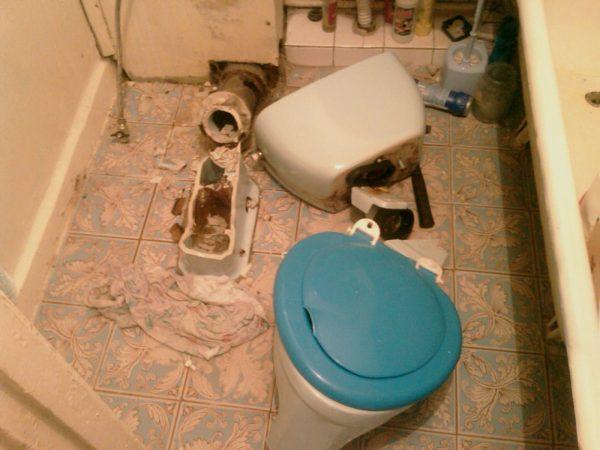 Демонтированная сантехника