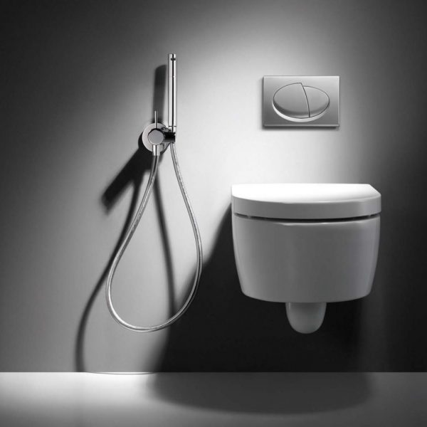 Гигиенический душ в хай-тек туалете
