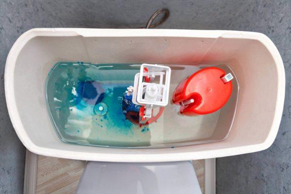 Гелевая зубная паста в бачке унитаза