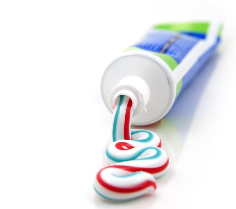 Зубная паста в бачок унитаза: отзывы сантехников vs мнение людей