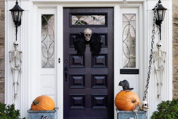 входная дверь на хэллоуин