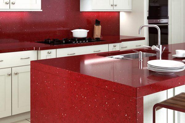 Кухня в кипельно белом и красном