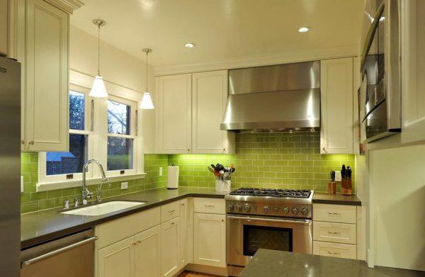 Бело-зелёная кухня