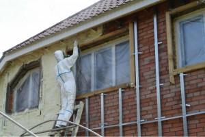 Грамотное утепление дома пенополиуретаном: особенности материала и технология выполнения работ